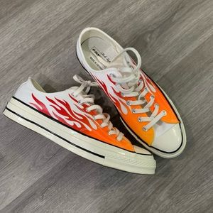 Converse chuck low flame size 9